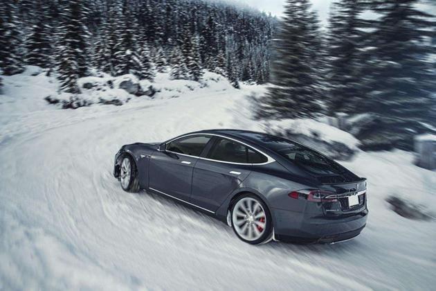寒潮来袭,新能源电动汽车主在车里瑟瑟发抖